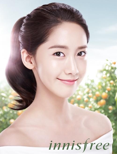 """SNSD Yoona memamerkan kulit sempurnanya untuk CF baru """"Innisfree"""""""